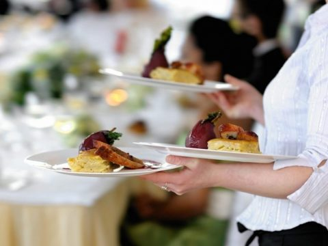 Things to consider before when hiring corporate catering services